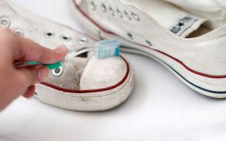 Как постирать белые кеды без разводов: способы отмыть подошвы вручную и отстирать стойкие загрязнения