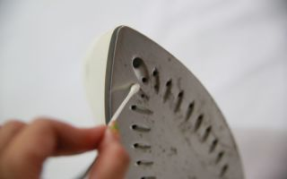 Чем почистить утюг в домашних условиях от нагара, виды покрытий и их особенности при очистке