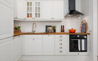 Как лучше выбрать кухонный фартук по материалам и оттенкам, особенности кухни белого цвета
