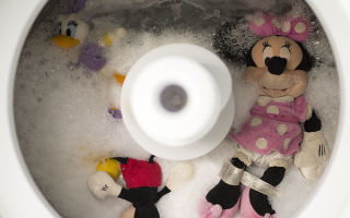 Как стирать мягкие игрушки в домашних условиях: подготовительные этап и чем стирать, сухая и машинная чистка