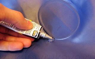 Ремонт надувного матраса в домашних условиях: методы и выбор клея, обработка поверхности и заклеивание швов