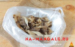 Можно ли заморозить свежие шампиньоны на зиму в домашних условиях: как правильно хранить грибы в морозилке