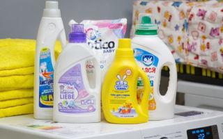 Чем стирать детские вещи для новорожденных: какое безопасное и эффективное средство выбрать для стирки одежды