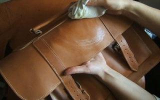 Как почистить кожаную сумку в домашних условиях: как восстановить изделие из кожзама, помыть и убрать пятна