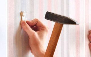 Как повесить картину на стену без сверления и гвоздей, используя простой крепеж
